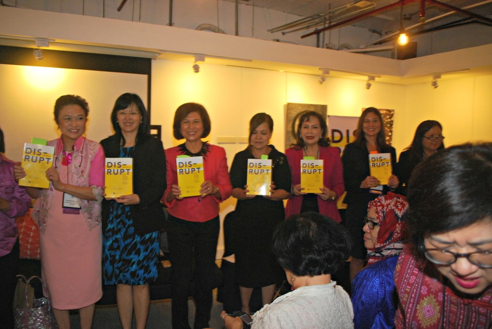 From left: Sec. Imelda Nicolas, Chairperson of the Commission on Filipinos Overseas and Cabinet-level Secretary, Office of the President of the Philippines; Carmencita M. David-Padilla, Professor of Pediatrics, College of Medicine, University of the Philippines (UP) Manila; philanthropist Loida Nicolas Lewis; Cris Comerford, The White House Executive Chef; Marife Zamora, Senior Vice President and Chairperson, Convergys Philippines; Susie Quesada, President, FWN and, Ramar Foods International; and Patricia Ann V. Paez, Ambassador of the Republic of the Philippines to Poland and Non-resident Ambassador to Lithuania, Estonia, and Latvia (Photo by Jonathan Largadas)