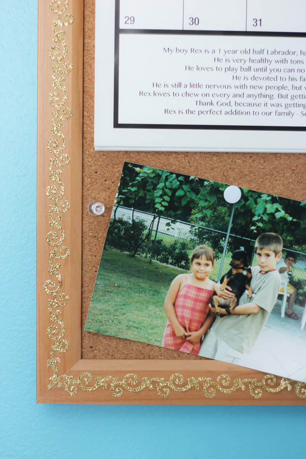 Bulletin board decór and sweet childphoto of Brian :)