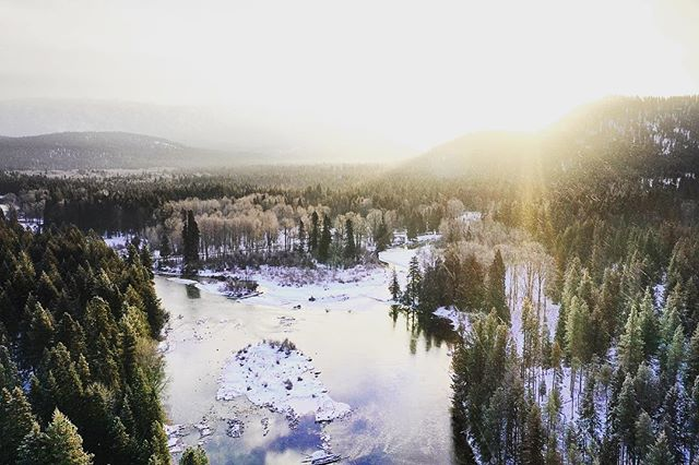 Wenatchee River at sunrise // Just wrapped another great shoot with an incredible crew for @rei . Super honored and proud to work with such a great company, and on snow in gorgeous places, to boot. Freeski laps every day after work? Yes please. Life is good. // #productionlife #videographer #livemore #loveyerland #pnw #REIshoot