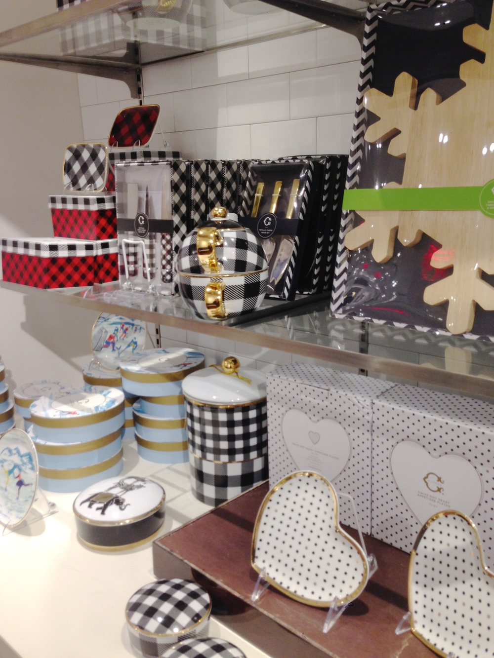 These plaid dishes are adorable! The teapot+mug,  would be great if gifted with some artisanal teas.