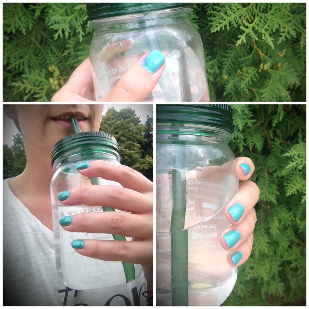 A k létu patří experimentování, modro-zelený lak. Zvykla jsem si a líbí se mi to.