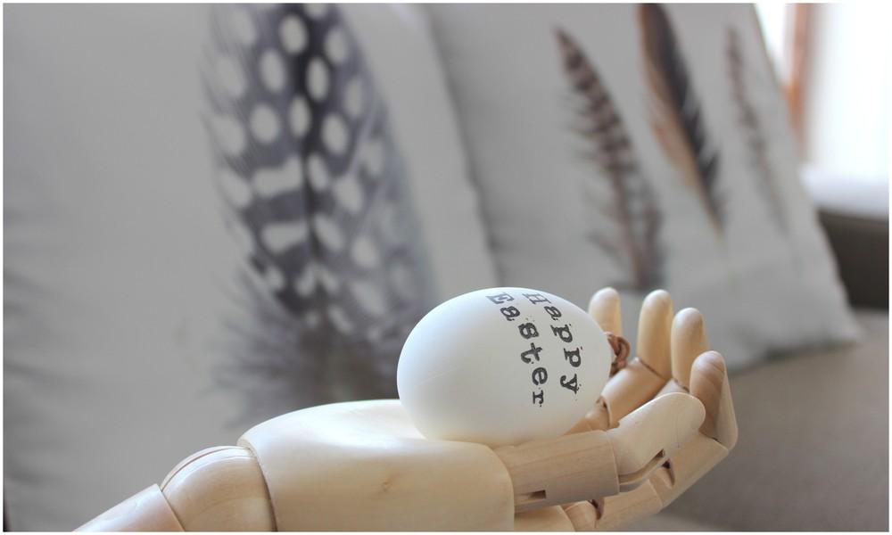Polštáře - Kik; Dřevěná ruka, vajíčko s nápisem - Nordic day