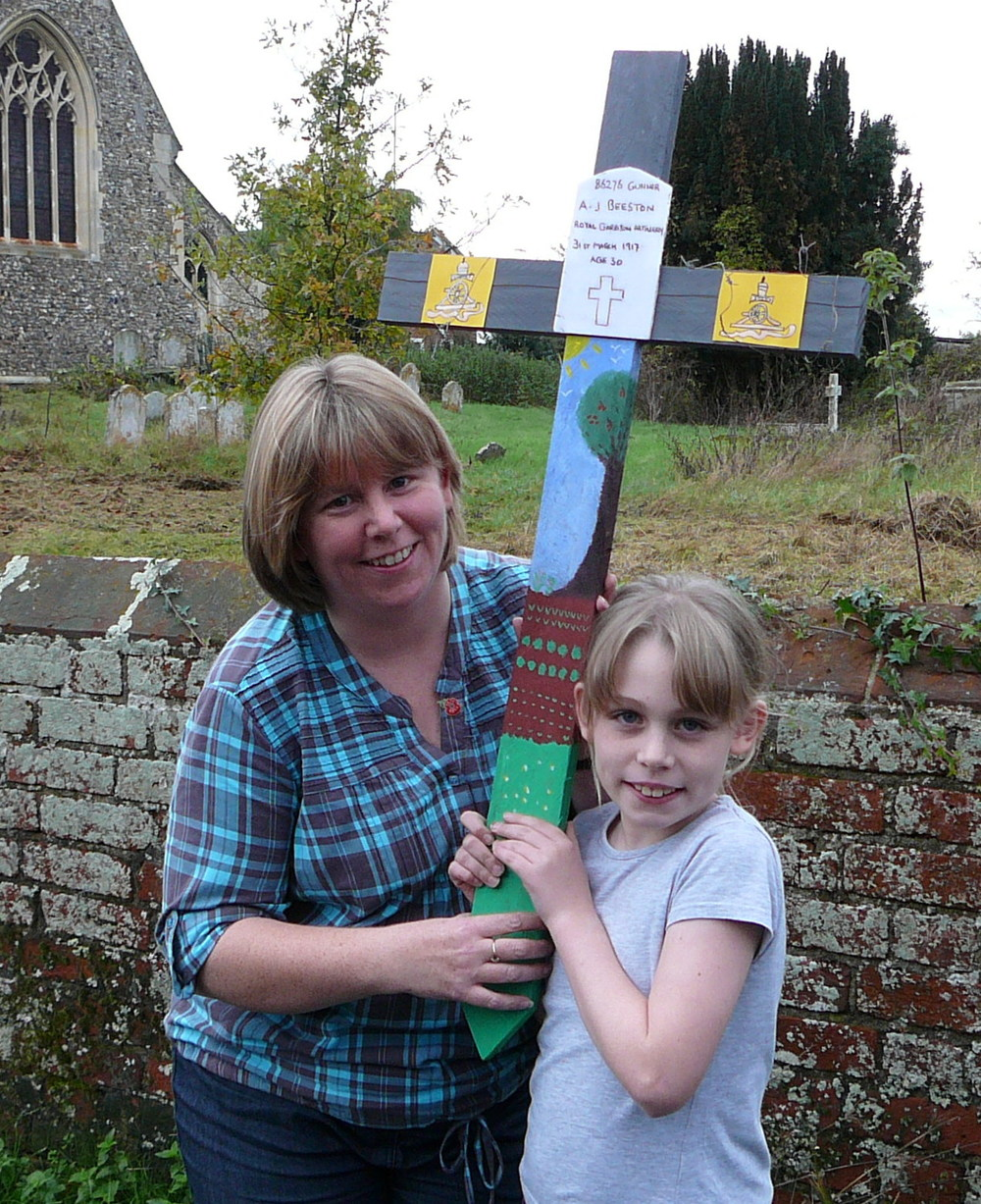 123 CAITLIN AND SAM MILLMAN WITH THE CROSS IN MEMORY OF ARTHUR BEESTON.jpg