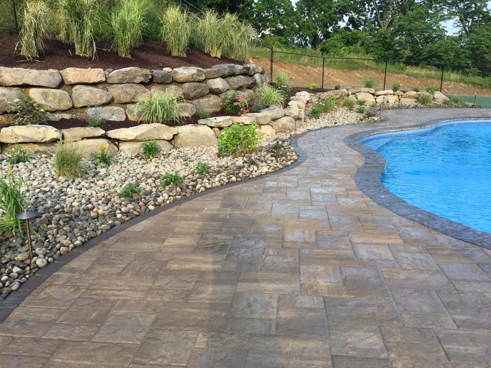 4 Ways to Spruce up Your Florida NY Retaining Wall for Summer