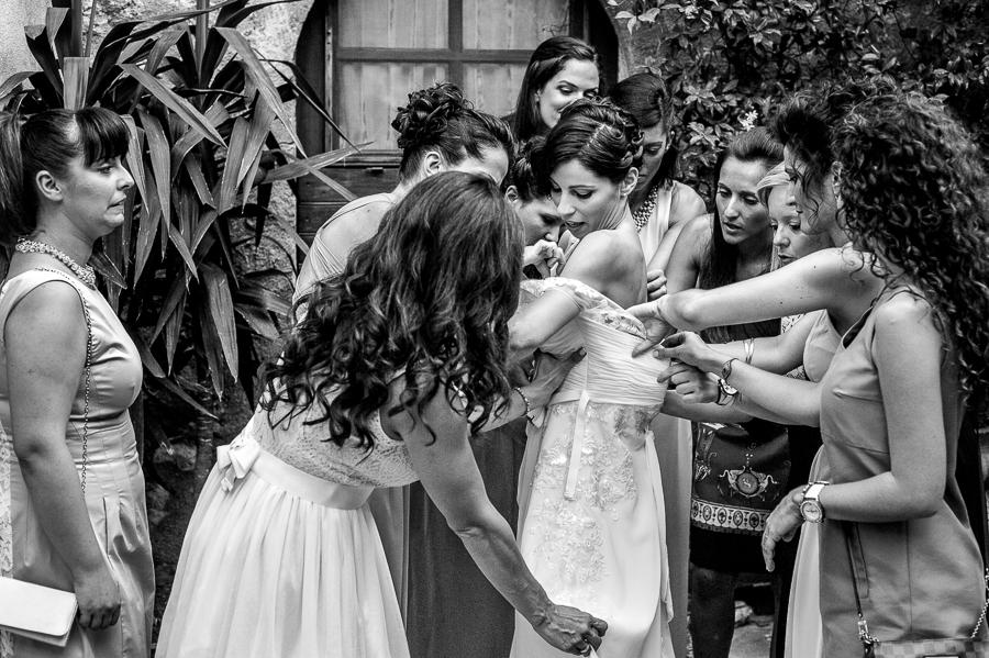 17_Destination_Wedding_in_Monemvasia_bridal_dressing_up.jpg