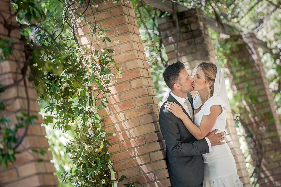 95_After_wedding_in_Athens_bride_groom_kiss_Zapeio.jpg