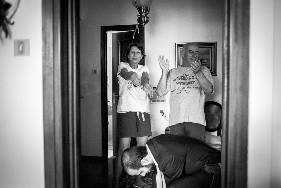 15 Γάμος στη Φιλοθέη προετοιμασία γαμπρού.jpg
