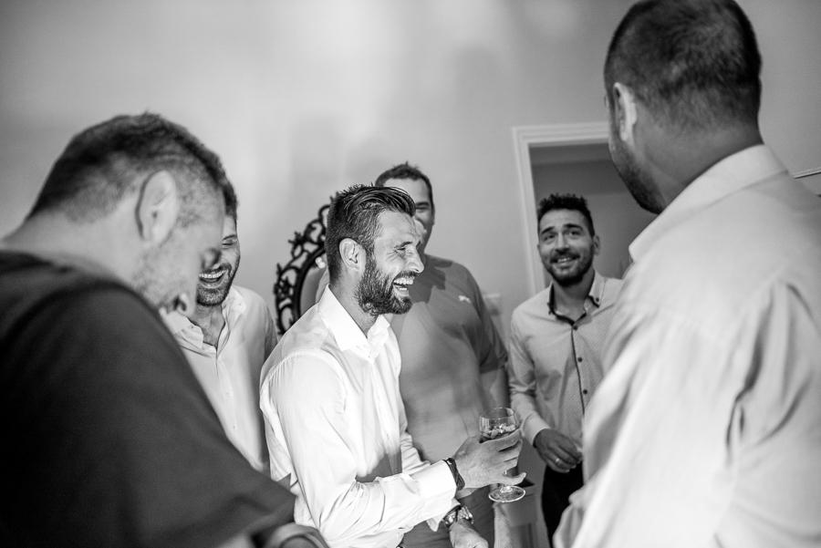 12 γάμος στον Άγιο Νεκτράριο Βούλας προετοιμασία γαμπρού.jpg