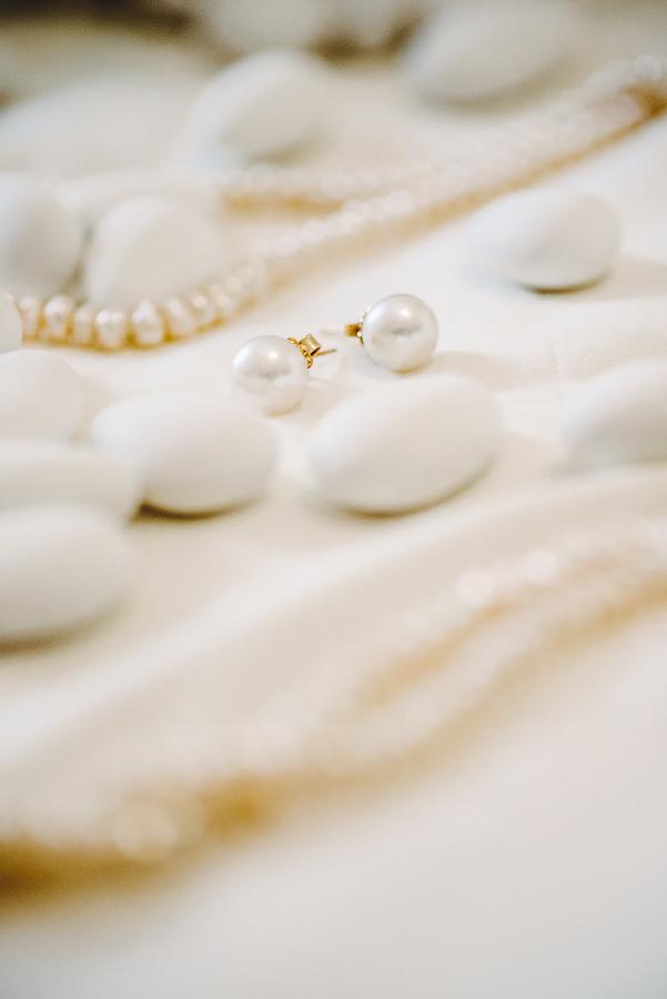 28 γάμος στον Άγιο Νεκτράριο Βούλας σκουλαρίκια γάμου.jpg