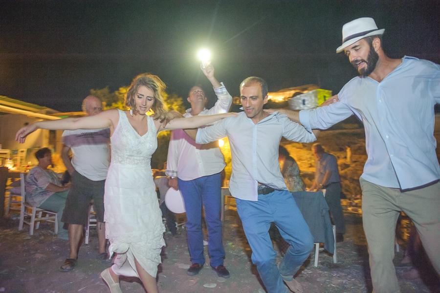186_Wedding in Folegandros syrtaki.jpg