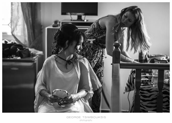 17 Γάμος στην Αθήνα προετοιμασία της νύφης ασπρόμαυρη.jpg