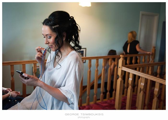 22 Γάμος στην Αθήνα νύφη μιλάει στο κινητό.jpg
