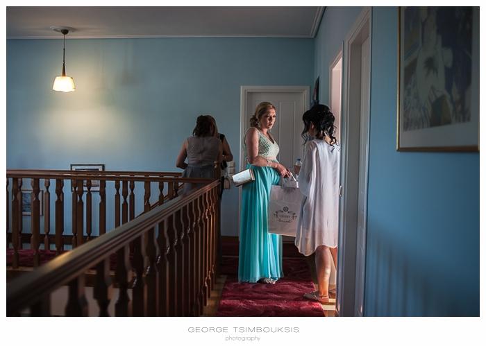 28 Γάμος στην Αθήνα νύφη με κουμπάρα.jpg