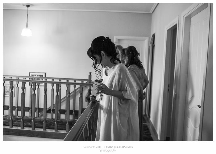 29 Γάμος στην Αθήνα νύφη γελάει.jpg