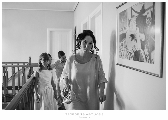 31 Γάμος στην Αθήνα νύφη με παπούτσια.jpg