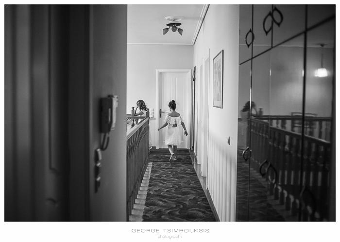 33 Γάμος στην Αθήνα παιδί που τρέχει.jpg
