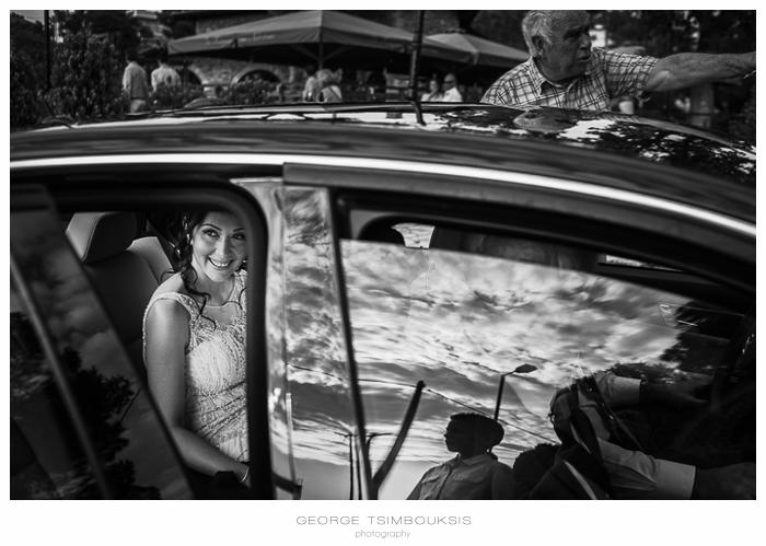40 Γάμος στην Αθήνα η νύφη φτάνει στην εκκλησία.jpg