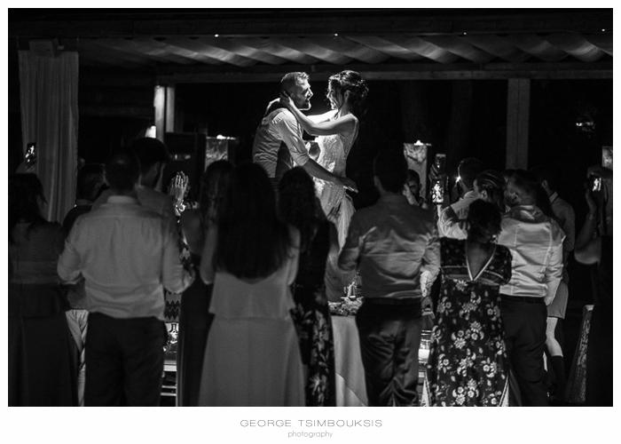 79 Δεξίωση στο κτήμα Μικελίνα χορός στο τραπέζι.jpg
