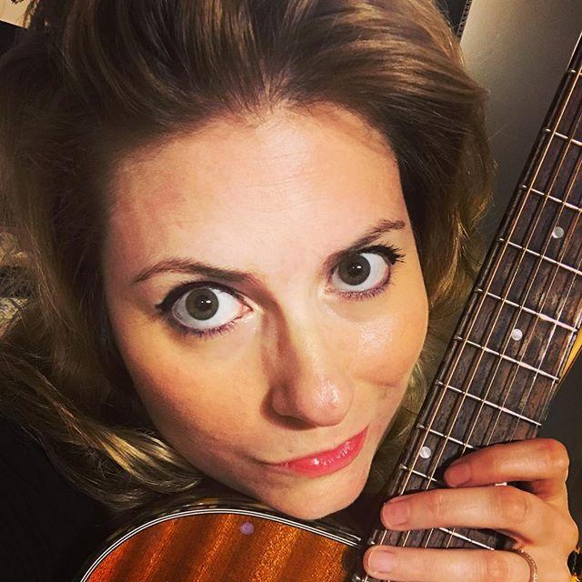 #guitarpose #lovemytanglewood #tanglewoodsundance #guitargirl #shouldreallychangemystrings