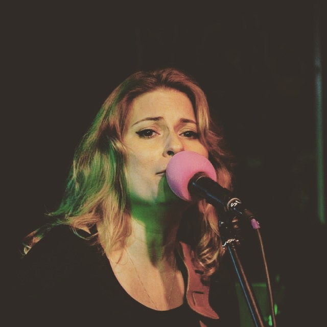 Kissing the mic - photo courtesy of Paul Campion #sidcupcalling #theironhorse #charitygig