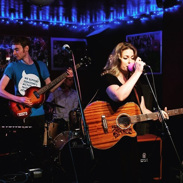 Onstage at the Iron Horse with two of my fav musos @tommonksmusic and Dan from @georgiedanmusic photo courtesy Paul Campion @paulcampionphoto #theironhorse #sebastiansactiontrust #stage #sidcupcalling