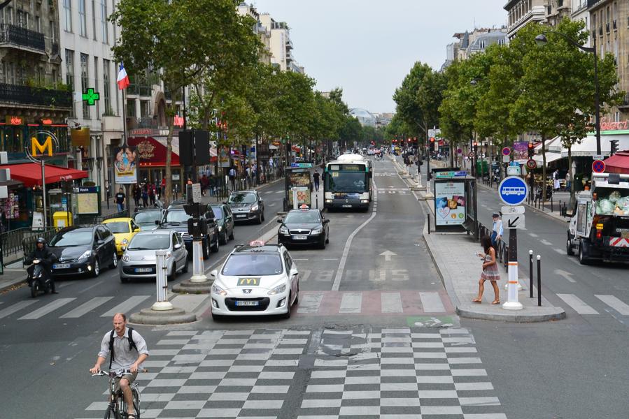Boulevard du Montparnasse in Paris: example of a center-running-protected bus lane
