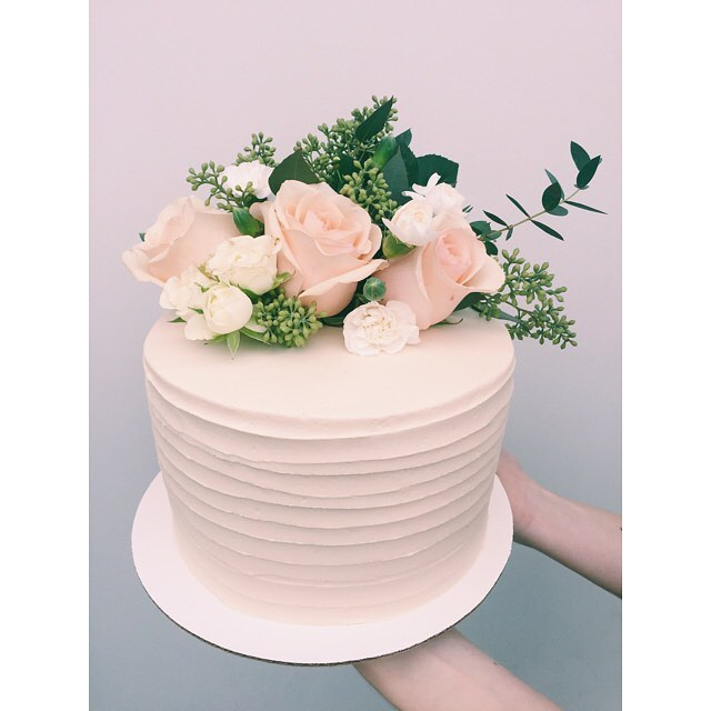 Day dreaming about this Wedding Cake from last Saturday. 💕😴☁️