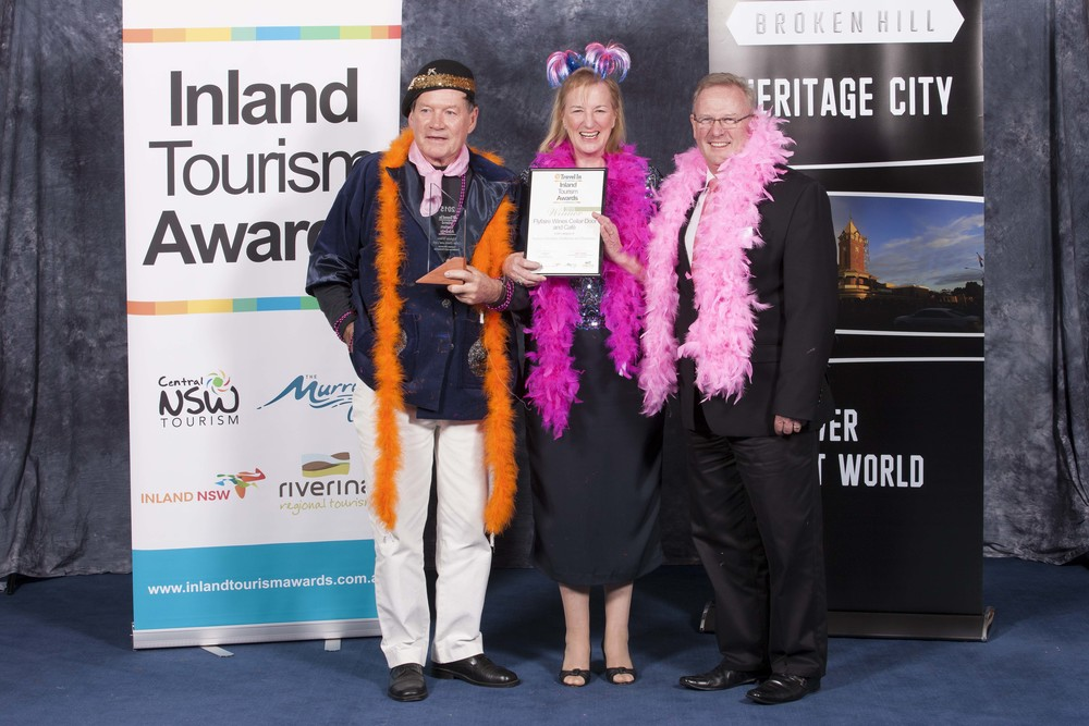 Left  : Les Hanel, Flyfaire's Winemaker; Centre: Julianne Cox, Flyfaire's Business Director; Right: Rodger Powell, Chair of Inland NSW Tourism.