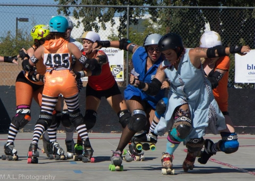 Ivy A. Nightmare and Dora the Destroyer hold the line while Magali #495 and Harley Darling work with a teammate to build a strong wall. Photo: Mark A. Lies