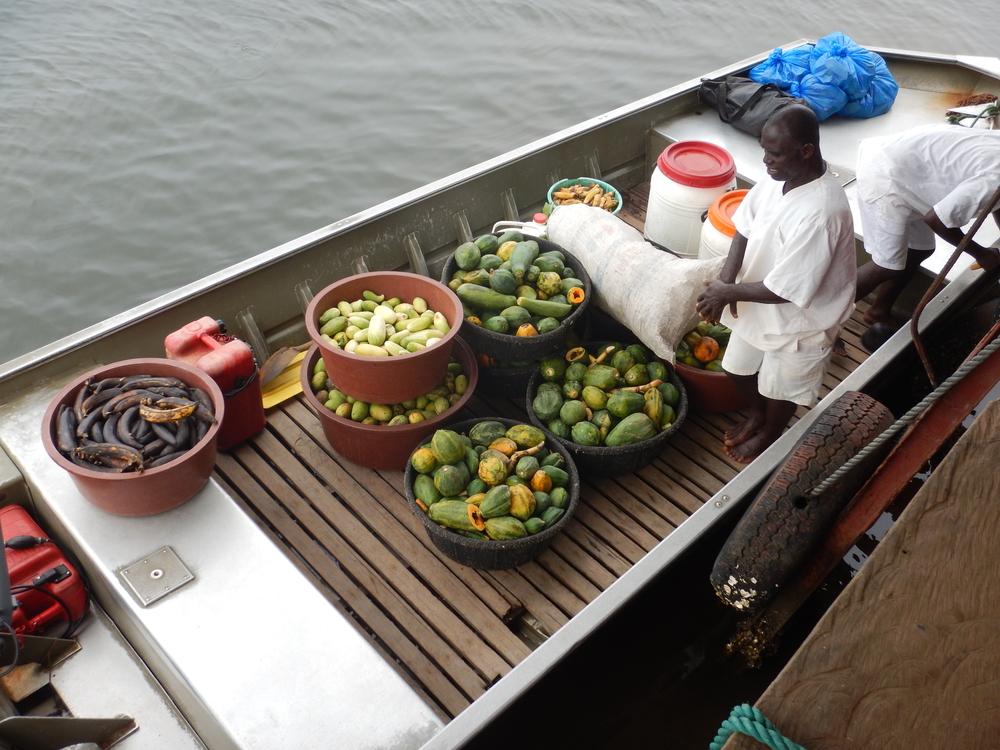 Volunteers load up the boat with food and water. Credit: Agnes Souchal