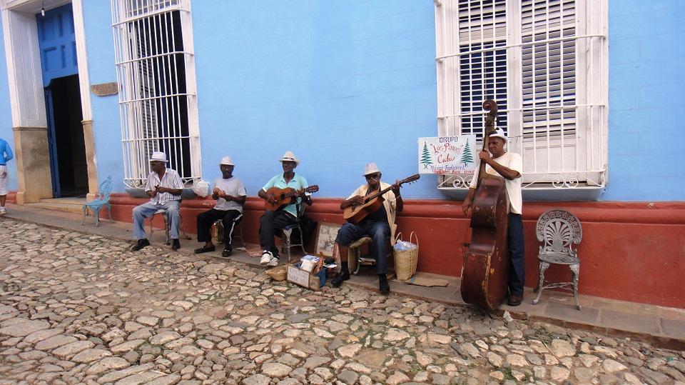 visit-cuba-steet-performers.jpg