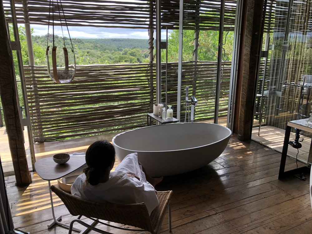 luxury-safari-lodge-bathtub.JPG