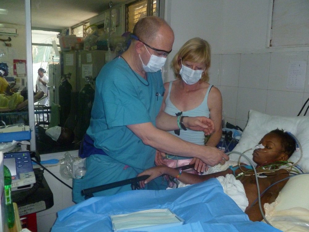 Bill Crenshaw, MD, Co-founder of I4C, and his wife CC, a dedicated volunteer, performing a bedside ultrasound