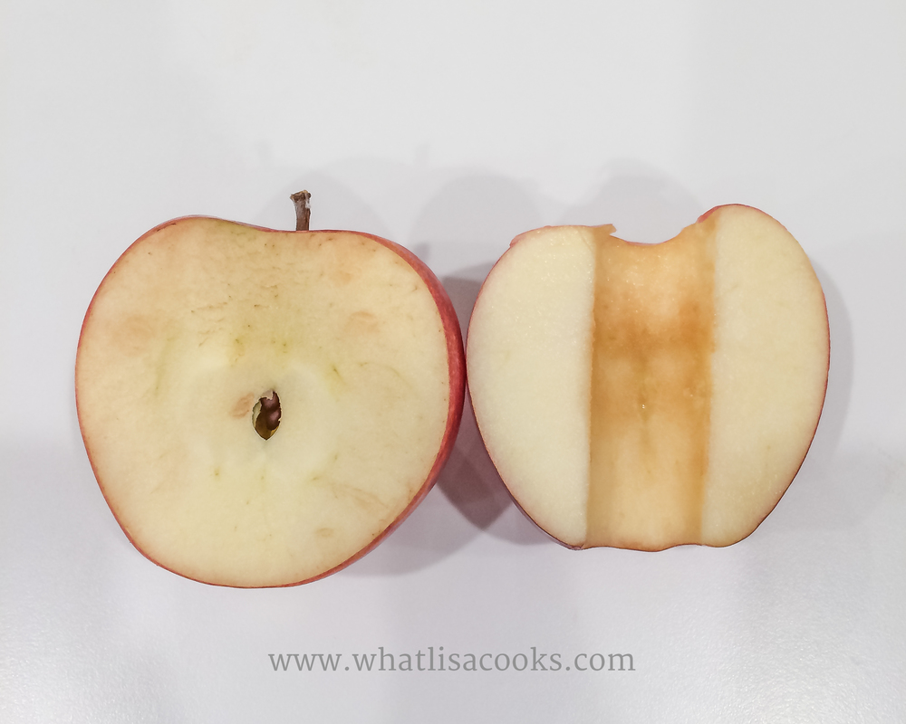 The apple on the left was cut three days before, the one on the right was cut just before the picture was taken. Not much difference.