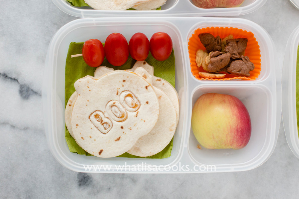 Easy Halloween Pumpkin School Lunch idea from whatlisacooks.com