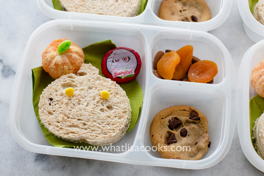 Easy Halloween school lunch idea from WhatLisaCooks.com
