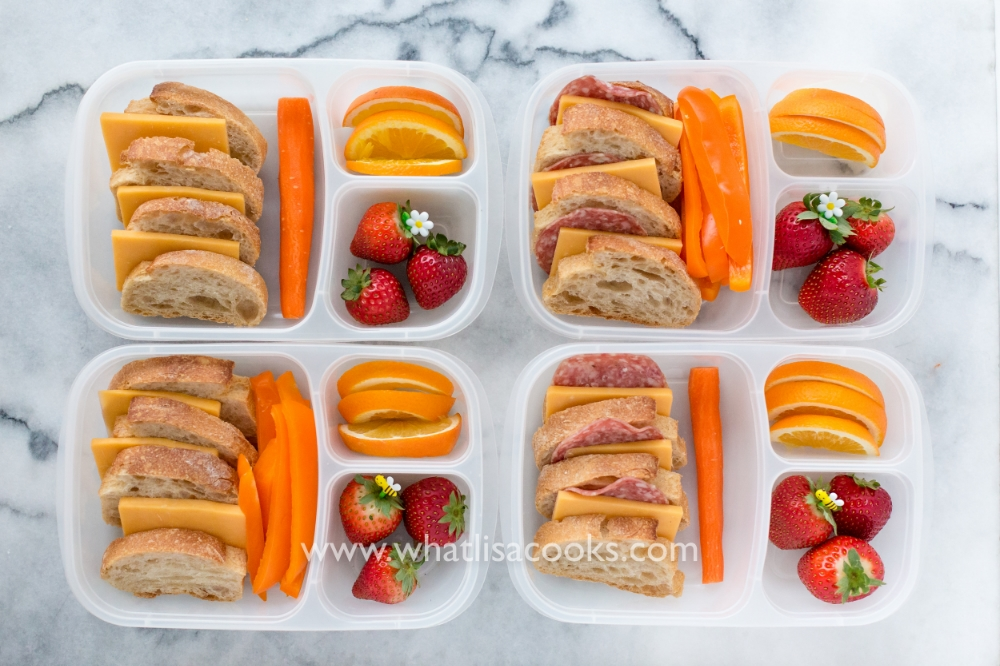 Sliced baguettes with cheese and fruit