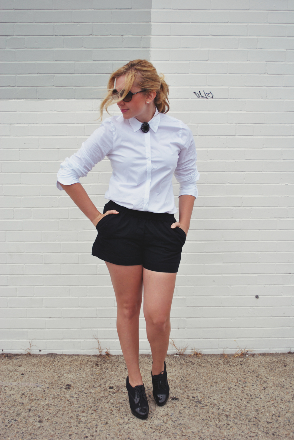 shortie // black and white // black and white outfit // evening outfit shorts // back to school outfit | thoughtfulwish