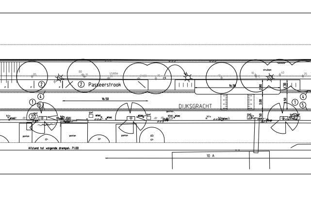 Definitief ontwerp Dijksgracht-West. Aan de taludzijde parkeervakken, passeerstroken en zelfbeheervakken. Aan de waterzijde verbrede stoep met te handhaven groen.