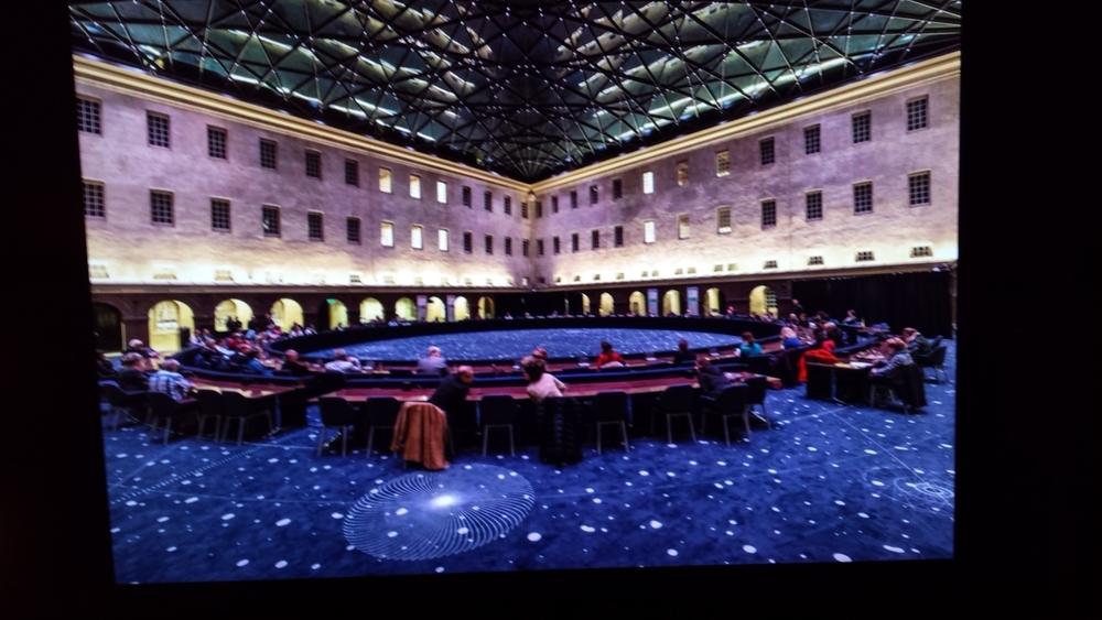 Interieur Scheepvaartmuseum tijdens Eurotop, met blauw tapijt