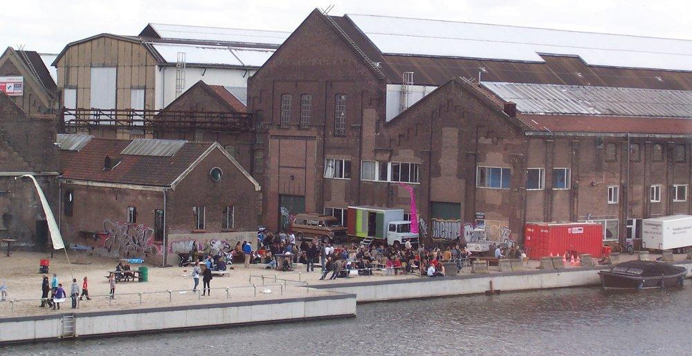 Café Roest en de Van Gendthallen