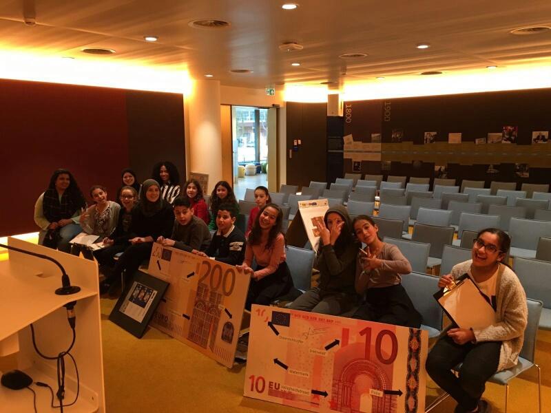 Jongeren van De Clutch op bezoek bij de Nederlandse Bank