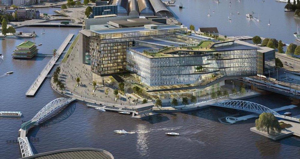 Eindbeeld Oosterdokseiland met plein aan het water en hoger gelegen terras
