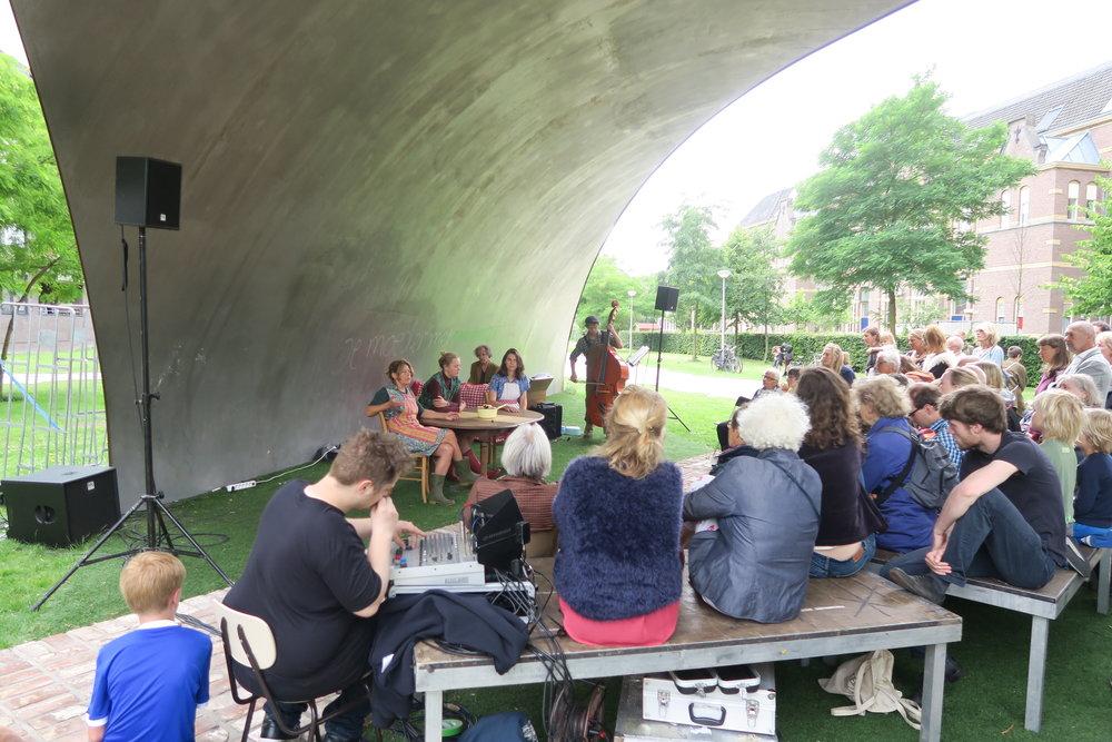 1 juli onder de Scherf in het Funenpark:muziektheater 'Aardappel ik heb je lief'. Met Cecile Roovers, zang/spel, Paul Prenen, piano en the Henderson 4.