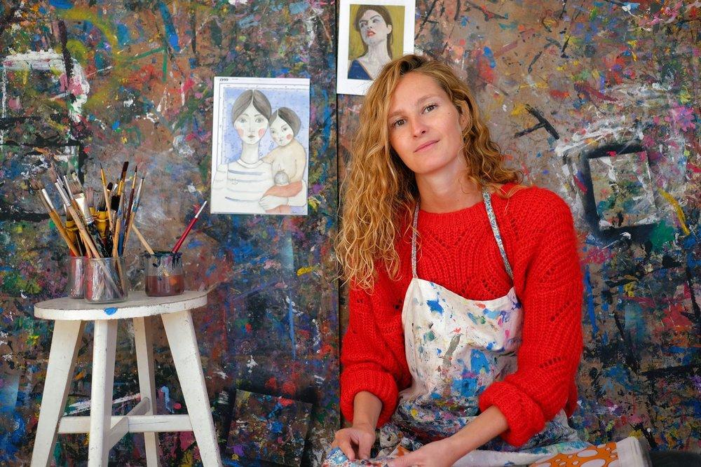 Anna dans son Atelier boutique, 10 rue du Voulien à La Trinité sur mer. ©Morgane Courtel