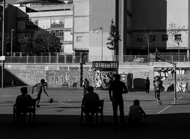 Barcelona 2016 Basketball 🏀 ▪️ ▪️ ▪️ #instagram #instalike #instadaily #instagood #instacool #instagood2 #2016 #catalunya_monumental #catalunyaexperience #streetphotography #streetmobs #blackandwhite #canonphotography #canon #carlzeisslenses #50mm #picoftheday #agameoftones #igers #igersbcn #igersoftheday