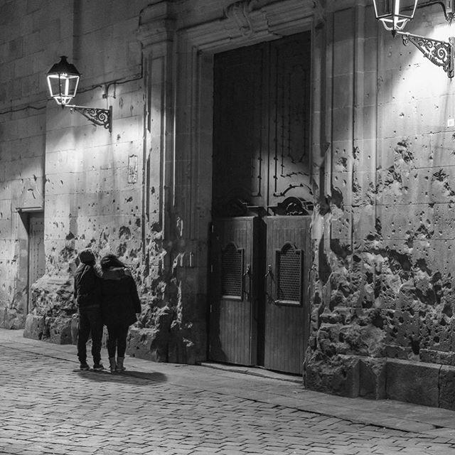 Barcelona 2016 ▪️ ▪️ ▪️ #instagram #instalike #instagood #instagood2 #instadaily #instacool #igers #igersbarcelona #agameoftones #bnw_society #sony #nex7 #door #santfelipneri #catalunya #catalunya_monumental #bnw #