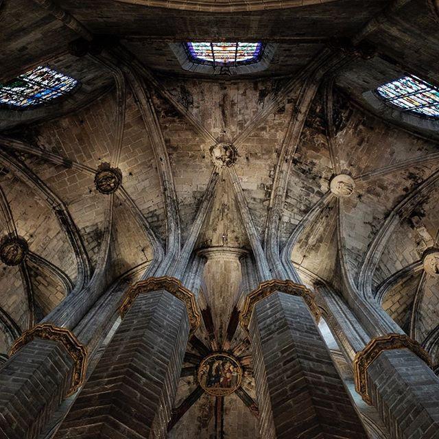 Basílica de Santa María Del Mar  Barcelona 2017 ▪️ ▪️ ▪️ #instagram #instalike #instagood #instagood2 #agameoftones #catalunya #gothic #catalunyamonumental #barcelona #picoftheday #pictureoftheday #color #art #master_shots #artisoninstagram #fineartphotography #artistsoninstagram #art