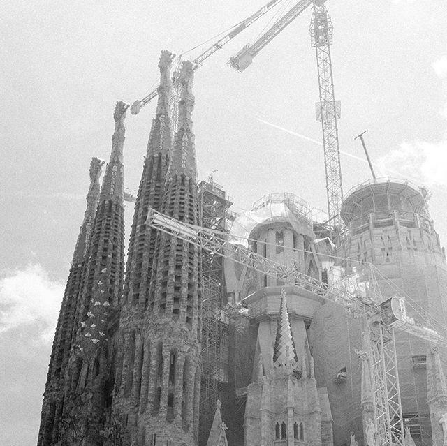 Sagrada Familia Barcelona 2017 #Instagram #instalike #picoftheday . . . #artistsoninstagram #fineartphotography #artisoninstagram #master_shots #pictureoftheday #streetmobs #archilovers #blackandwhite #fujifilm #fujifilmxseries #fujifeed