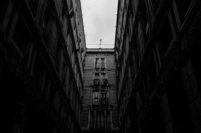 Passatge del crèdit barcelona 2017 #blackandwhite #blackandwhiteisworththefight #catalunyamonumental . . . #fujifilm #fujifilmxseries #fujifeed #x100t #pictureoftheday #picoftheday #fineart #fineartphotography #fatalframes #artofvisuals #global_hotshotz #igmasters #streetmobs #streetdreamsmag